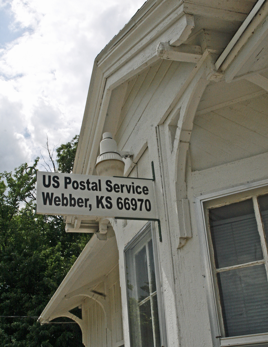 Kansas jewell county randall - With Day Lilies Bordering The Front Sidewalk It Must Be Pleasant To Walk Into This Depot Post Office